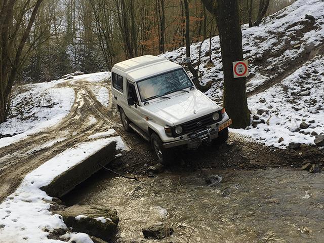 4x4 rijden door rivieren en sneeuw
